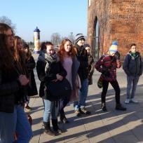 Jugendliche vor dem Kröpeliner Tor