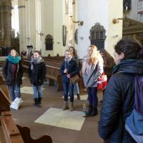Jugendliche in der Marienkirche