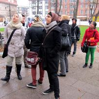 Jugendliche bei einem Stadtrundgang